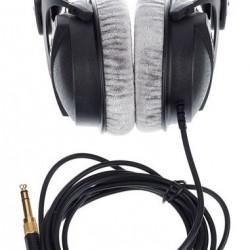 Beyerdynamic DT 770 Pro 32 ohms Closed Back Headphone