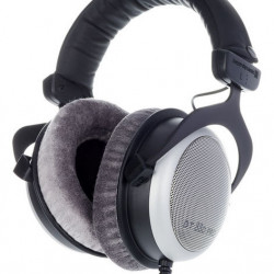 Beyerdynamic DT 880 Pro 250 ohms Semi Open Back Studio Headphones